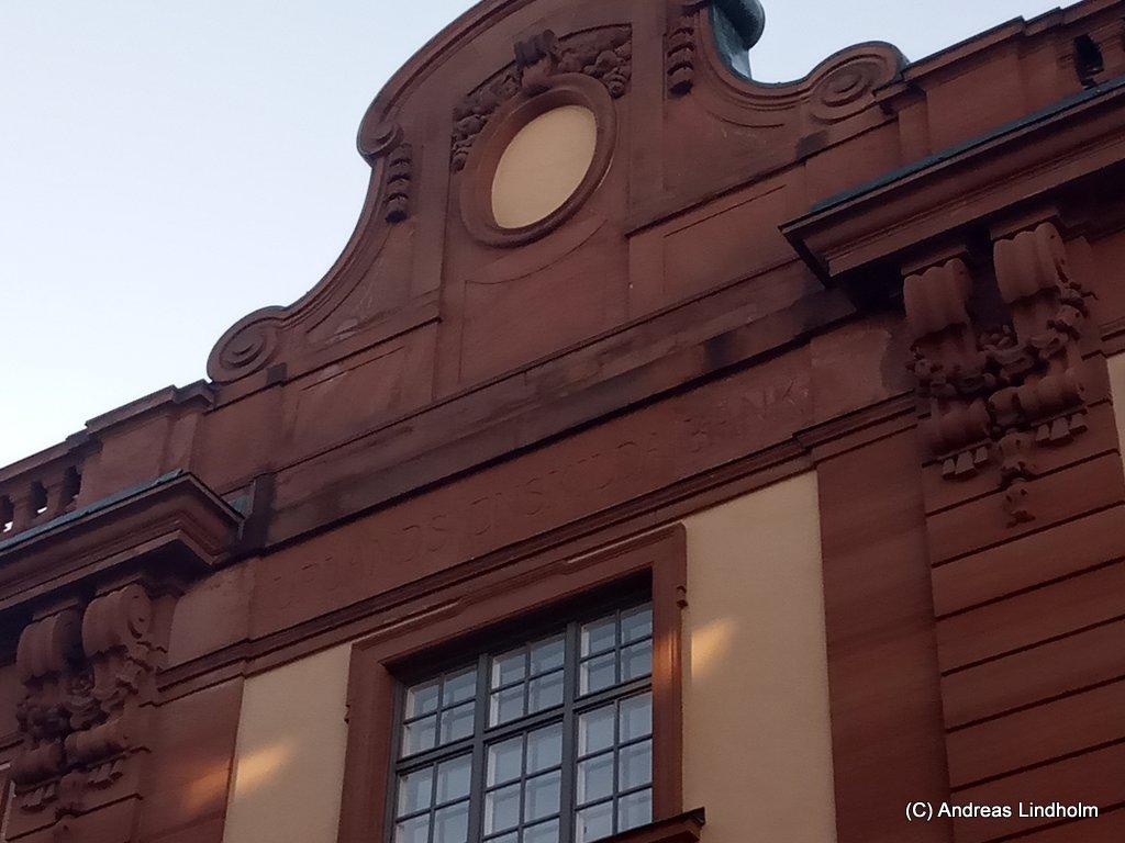 Fasad där det står Uppsala Enskilda Bank